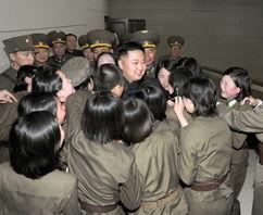 金正恩视察空军指挥部 女兵们泣不成声