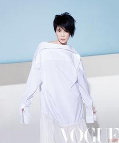 王菲的时髦就是不好好穿衣服 潇洒又自我