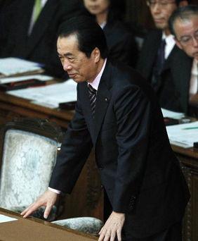6月2日,日本众议院否决不信任案后,日本首相菅直人露出笑容