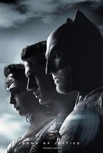 《蝙蝠侠大战超人》海报.-三月票房高达9.48亿破纪录 蝙超 次周暴跌