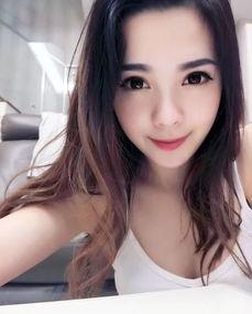 华裔空姐爆红网络,一夜涨粉10w,被评为亚航最美空姐