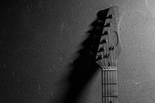 国语mv是一个人在街道弹吉他