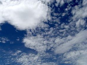 当一个女子仰望天空的时候,-踏风筝寻一个梦