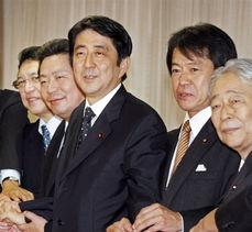 安倍26日走马上任成首相麻生太郎料留任新内阁