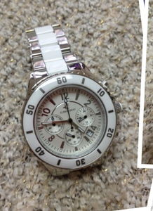 我在香港买的Elmer Ingo手表坏了,不知道上海哪里有维修点