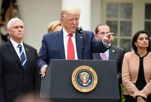 资料图:特朗普出席白宫疫情发布会.