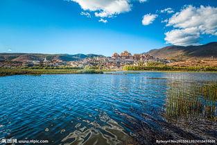 香格里拉湖泊风光图片