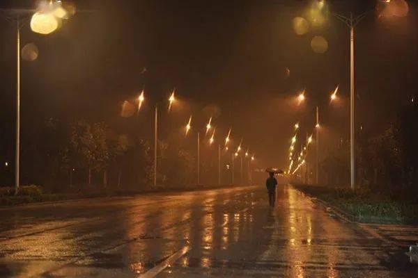 深夜听雨古诗词