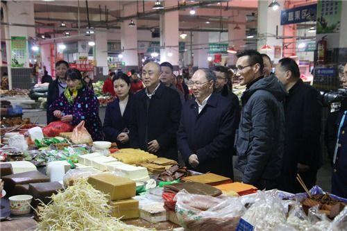 督查春节前食品安全工作