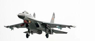 中国空军装备的国产歼11b战斗机