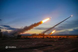 重火力打击陆军远火炮兵戈壁实弹打靶