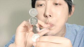 硬币进杯子魔术教学