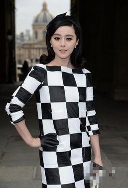 范冰冰黑白棋盘裙亮相巴黎 夺人眼球