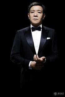 王超演绎硬汉型男绅士风 身姿挺拔霸气十足