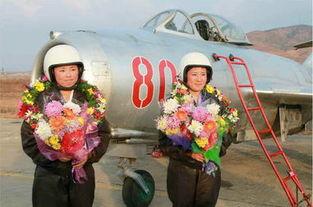 高清 金正恩亲自为朝空军女歼击机飞行员拍照