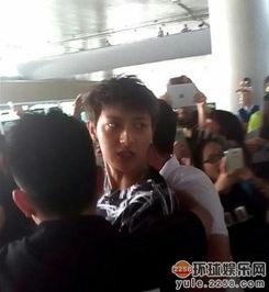 网曝exo成员鹿晗黄子韬行李装避孕套遭海关检查