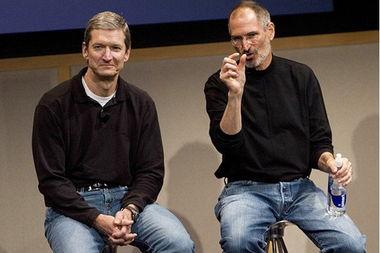 库克(左)与乔布斯(右)