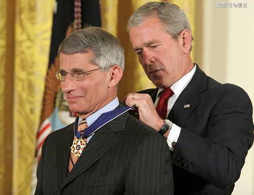 钟南山被授予共和国勋章,美国福奇教授的心里是何种滋味