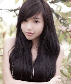 越南最红90后美女大学生 清纯写真引发追捧