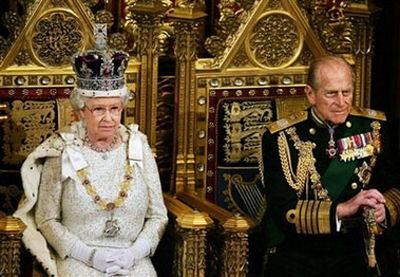 英女王与丈夫菲利普亲王。(