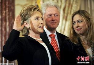 图为克林顿、希拉里与切尔西