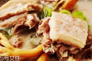 羊汤又浓又白的诀窍(做羊肉汤用什么料煮汤)