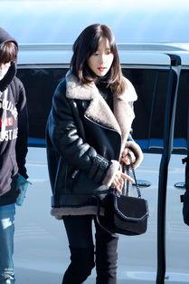 金泰妍的冬日机场秀 高傲的冷都女与呆萌的小可爱, 你更爱哪一款