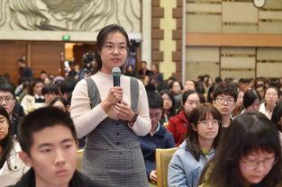 图:在张军讲课现场,先后有五位北京大学的法学本科、硕士、博士生提问.)