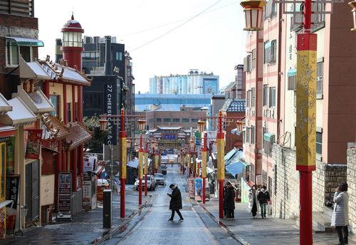 全球连线海外人士关注中国两会