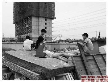 媒体 北京有17万拾荒者 每年所捡垃圾重达40艘航母