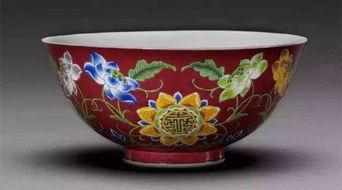 清康熙胭脂红地珐琅彩开光花卉纹碗