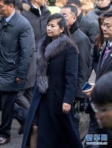 ...渊管弦乐团团长玄松月(中)一行在韩国首尔火车站准备乘坐火车....