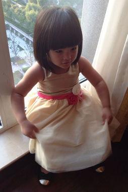 李湘晒3岁女儿王诗龄萌照