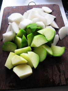 青萝卜龙骨汤的做法,青萝卜龙骨汤怎么做好吃,青萝卜龙骨汤的家常做法 鱼尾巴