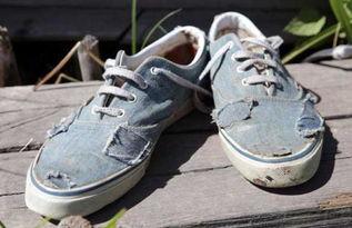 梦见丢鞋子,穿别人旧鞋子