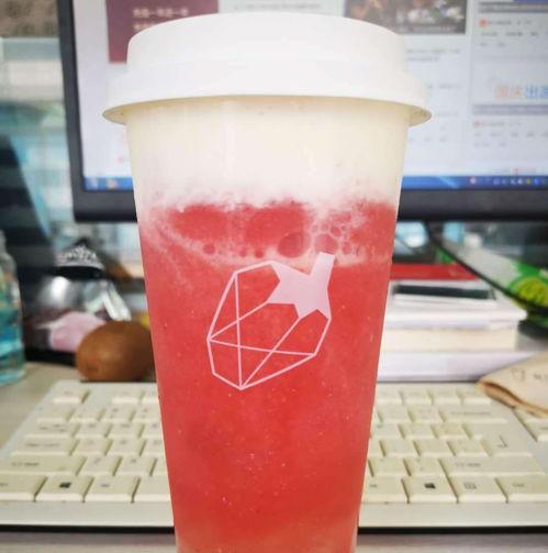 此外,安徽省秋天第一杯奶茶有限公司、合肥秋天第一杯奶茶有限公司、秋天第壹杯奶茶有限公司等名称,