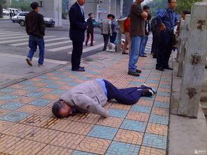 老人摔倒终于敢扶了